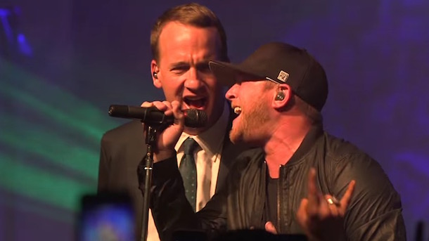 peyton manning singing with country star cole swindell