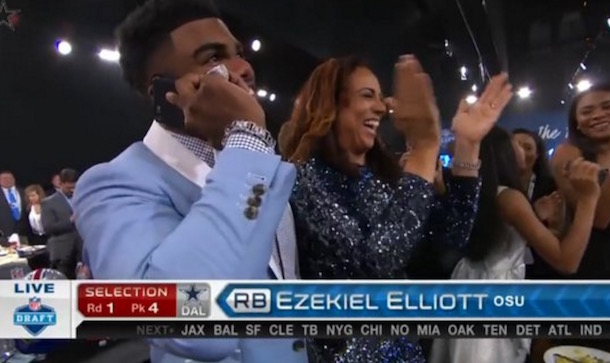 Ezekiel Elliott phone call from Cowboys