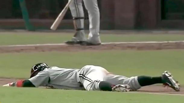 luis jimenez korean baseball home run trot fail