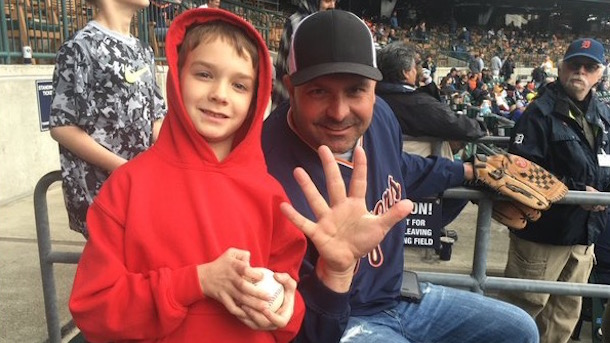 tigers fan catches five foul balls in one game bill dugan