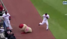 Jason Kipnis Destroys Ketchup During Hot Dog Race (Video)