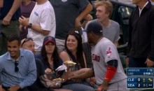Juan Uribe Tries to Steal a Hot Dog from Fan, Runs out of Time and Returns to Field (Video)
