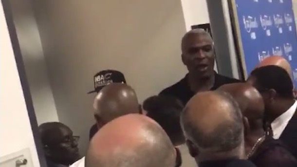 charles oakley fights with security cavaliers locker room