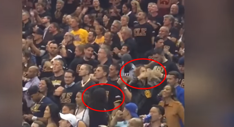 Steph Curry S Wife Mother Blow Kisses At Cavs Fans After His Ejection Video Total Pro Sports