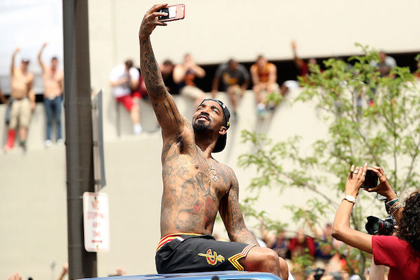 shirltess-j.r.-smith-t-shirt-cavaliers-victory-parade