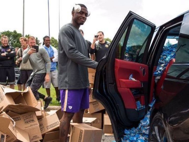 total pro sports vikings prank laquon treadwell by filling