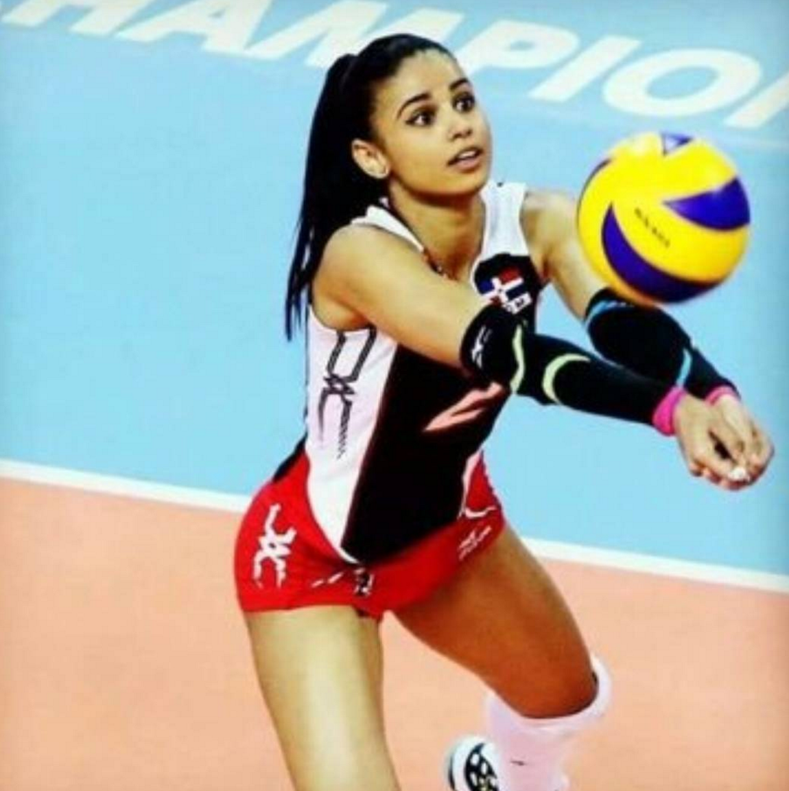 48 Hottest Winifer Fernandez Big Butt Pictures Will Drive