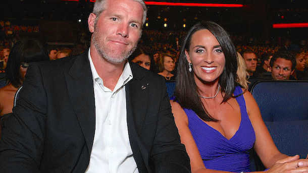brett-favres-wife-deanna-favre-presenter-hall-of-fame-induction