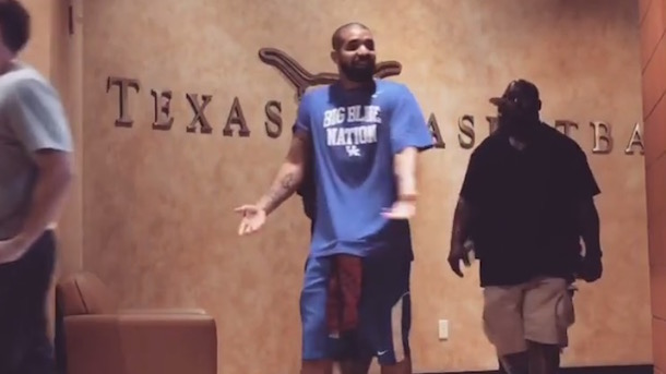 drake visits university of texas basketball kentucky gear