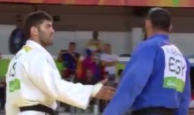 Egyptian Athlete Refuses to Shake Israeli Opponent's Hand After Losing in Judo (Video)