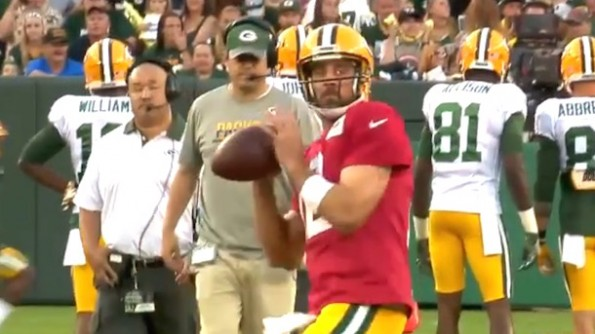aaron rodgers shows off his pinpoint accuracy at packers camp family night