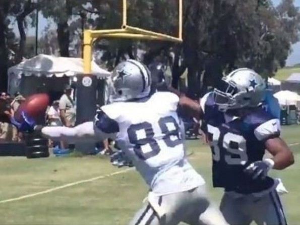 Dez Bryant Fights Off Double Coverage To Make Spectacular