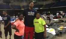 New Orleans Pelicans Players Visit Baton Rouge Flood Victims