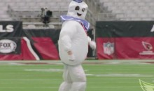 Carson Palmer Warmed Up as the Stay Puft Marshmallow Man after Losing a Bet (Video)