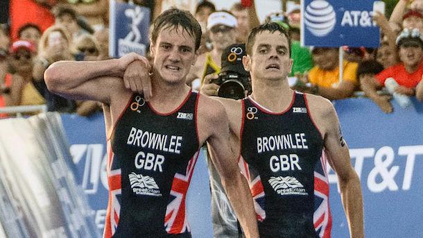 british-triathlete-alistair-brownlee-helps-brother-jonathan-brownlee-cross-finish-line