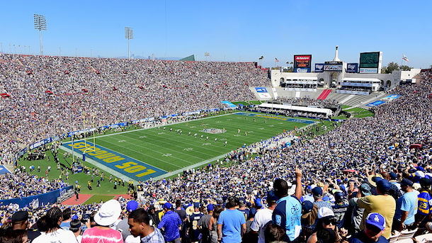 rams-fans-los-angeles-coliseum-no-water