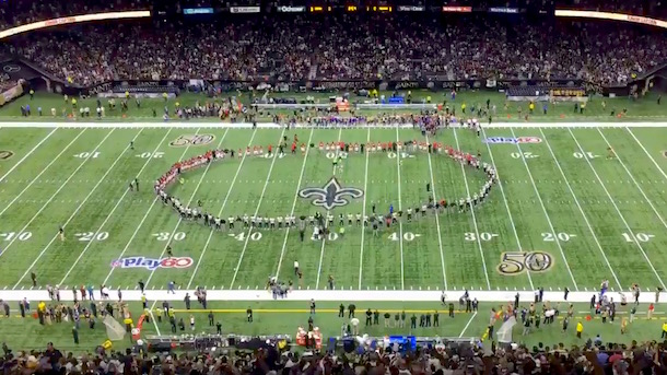 saints-and-falcons-national-anthem-hold-hands-circle