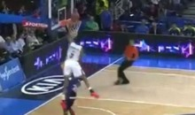 Anthony Randolph Sails over Defender for a GIANT Vince Carter-Like Dunk (Video)