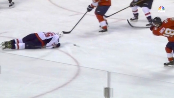 daniel-winnik-hockey-player-loses-chunk-of-ear-hit-by-slap-shot