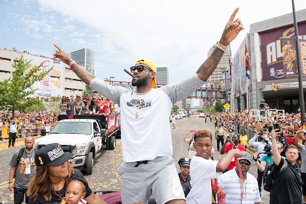 LeBron watches Indians win ALCS in Cleveland Bar