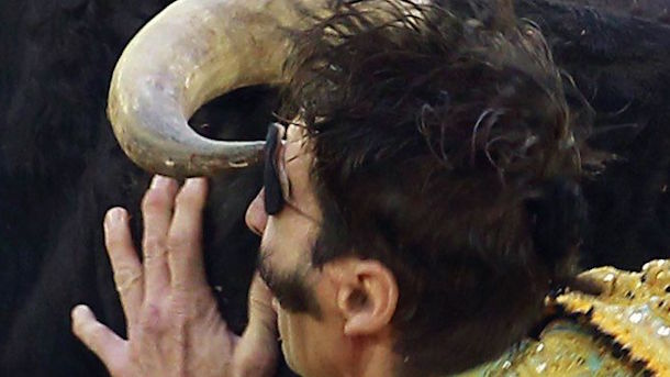 one-eyed-bullfighter-juan-jose-padilla-gored-in-eye-again-header-image
