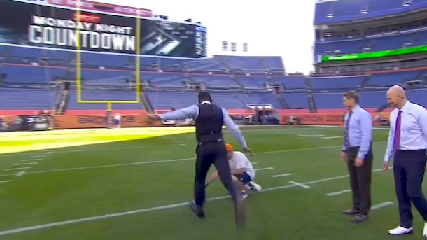 randy-moss-kicks-two-field-goals-in-dress-shoes