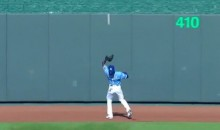 Jarrod Dyson Makes Ridiculous Over-the-Shoulder Catch on the Warning Track (Video)