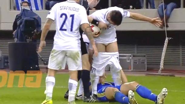 edin-dzeko-pulls-down-opponents-pants