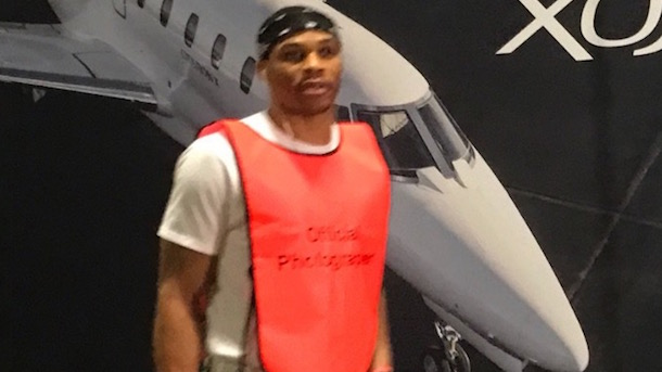 russell-westbrook-trolling-kevin-durant-photographer-vest