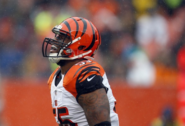 Vontaze Burfict Dirty Hit 2017 >> Total Pro Sports Tempers Flare At Bengals Camp After Vontaze Burfict Tackles Gio Bernard Low ...