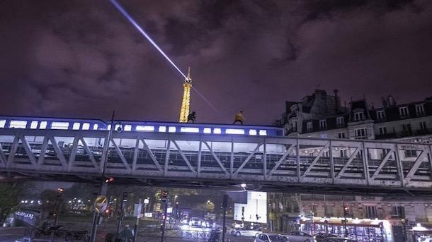 paris-train-surfing
