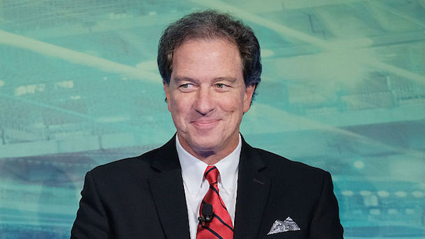 Kevin Harlan makes another epic call of fans on the field
