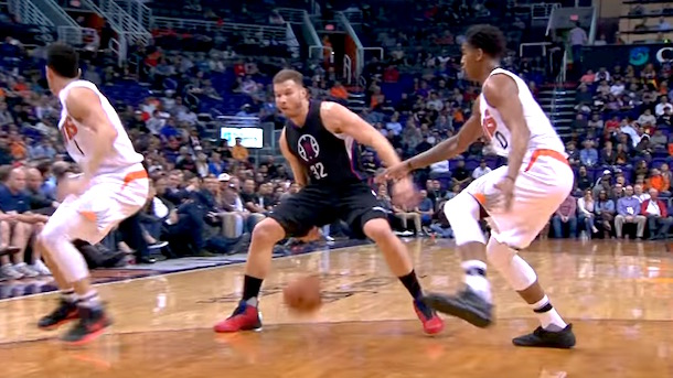 blake griffin between-the-legs bounce pass
