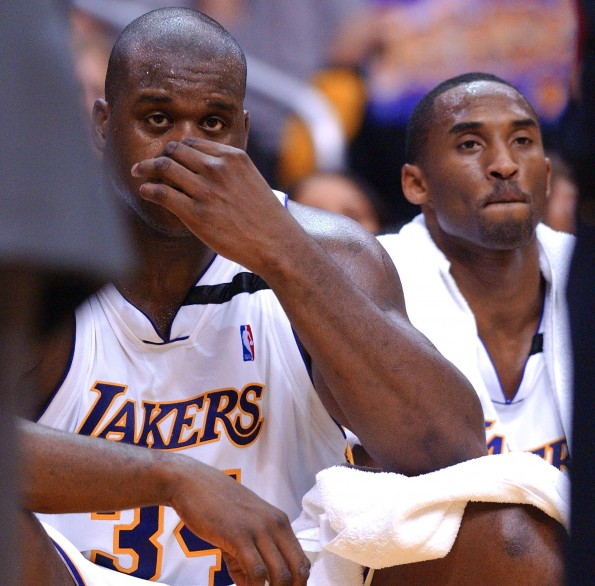 Los Angeles Lakers' Shaquille O'Neal (L) and Kobe