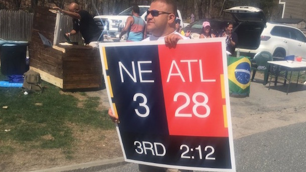 Guy Who Took Credit for 28-3 Sign Doesn't Own Photo ...