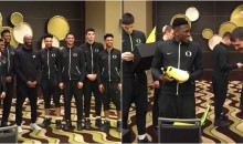 Kobe Gifts Oregon Ducks With New Nike Kobe A.D. NXT For Final Four (PICS)
