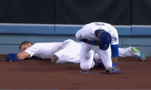 Joc Pederson: Pederson leaves game after outfield collision