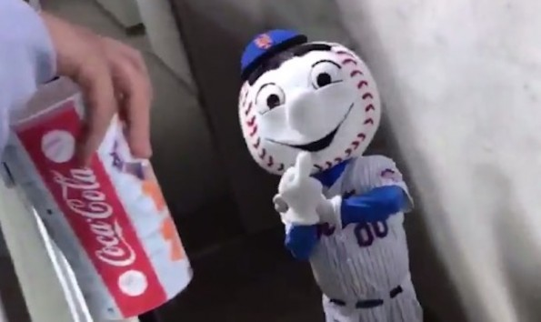 Mr. Met Finger