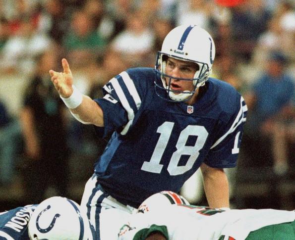 Indianapolis Colts quaterback Peyton Manning makes