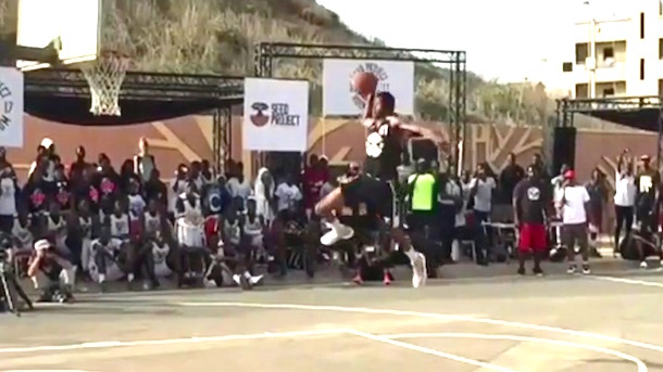 15-year-old kid dunks from free-throw line