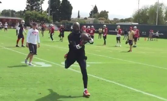 Jerry Rice suits up for 49ers training camp practice