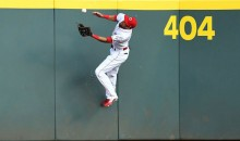 Billy Hamilton Makes RIDICULOUS Over-the-Shoulder Catch While Leaping Onto Center Field Wall (Video)