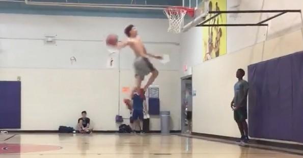 1012-lamelo-ball-dunk-1