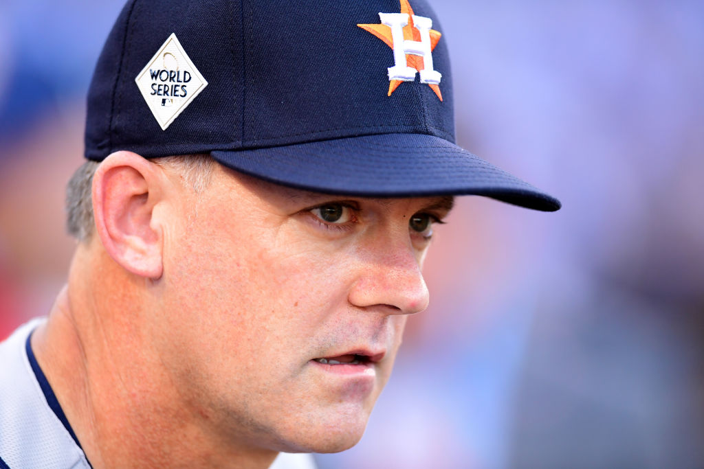 Astros manager AJ Hinch involved in bar incident after Game 1