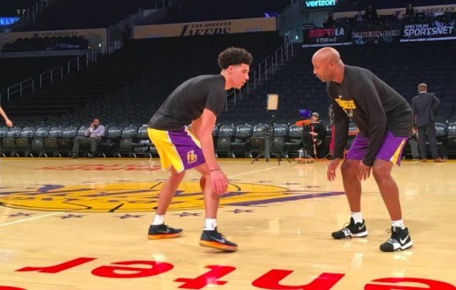 wholesale dealer a7541 6e2e8 Lonzo Ball Wears Nike, Not BBB, For First Game at Staples ...