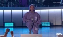 Erykah Badu Pays Homage To Colin Kaepernick At Soul Train Awards (VIDEO)