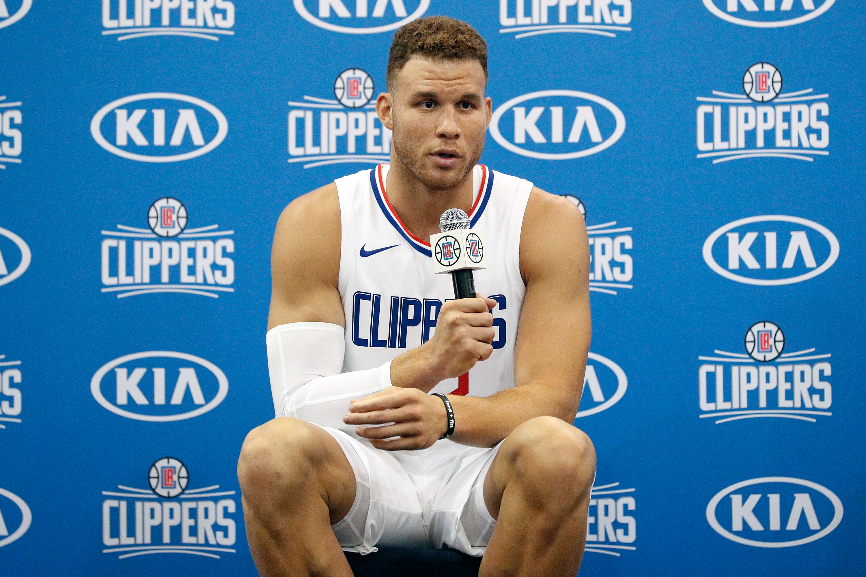 Internet Reacts To Blake Griffin Trade To Pistons Tweets