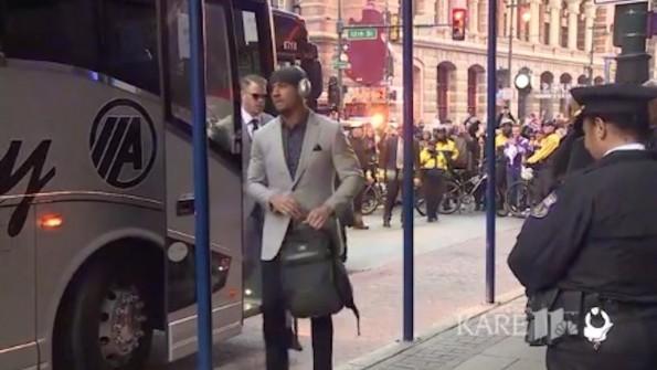 Eagles Fans Boo Vikings Bus