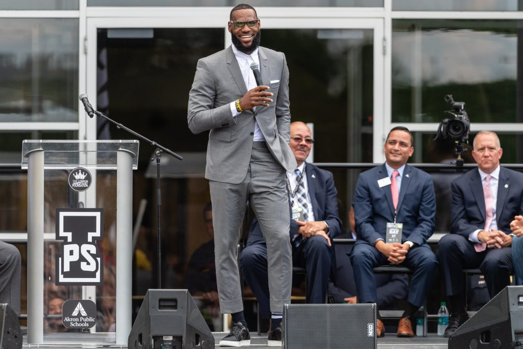 LeBron James Says Anthony Davis Joining Lakers 'Would Be Amazing'