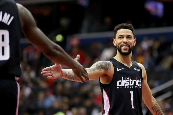 Rockets agree to contract with point guard Austin Rivers